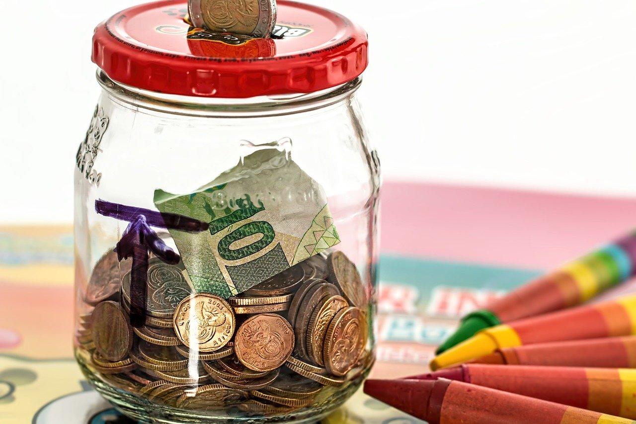 Penser à apprendre à vos tous petits à faire des économies.